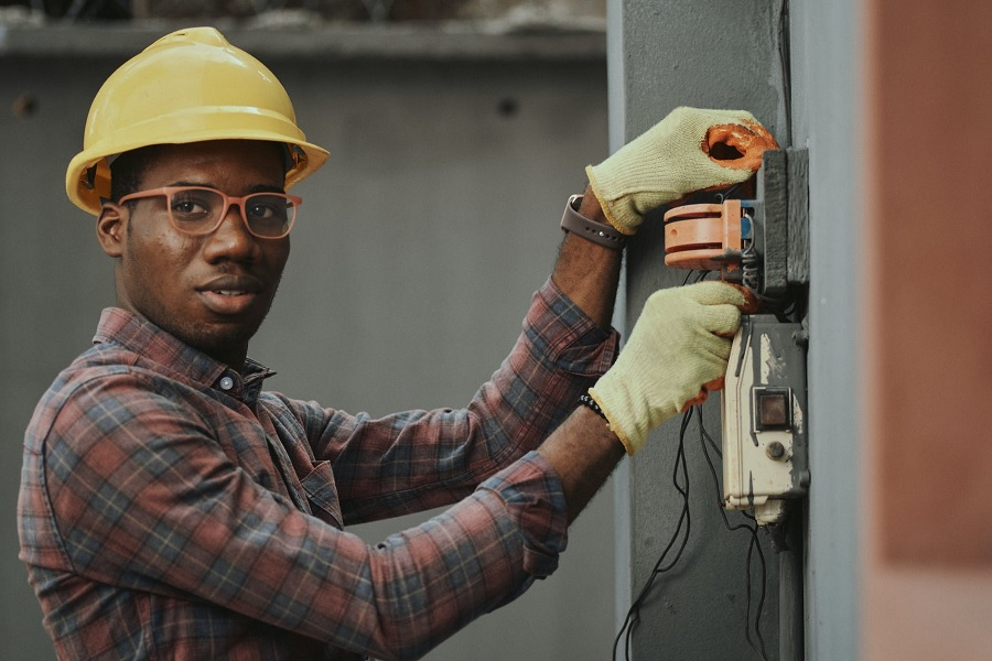 Trading Up: Engineering and Electricians Most Searched for Apprenticeships in the UK